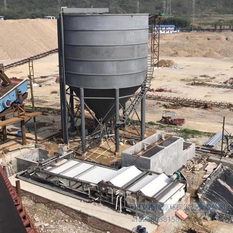 新疆维吾尔自治区福建制砂厂使用恒磊带式压滤机处理污泥脱水现场