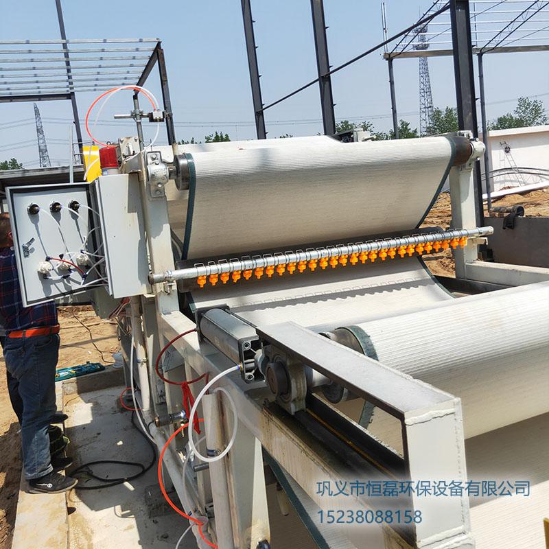 新疆维吾尔自治区新疆喀什砂厂安装恒磊带式压滤机现场